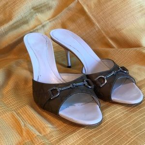 Gucci olive green sandals 3-inch white heel